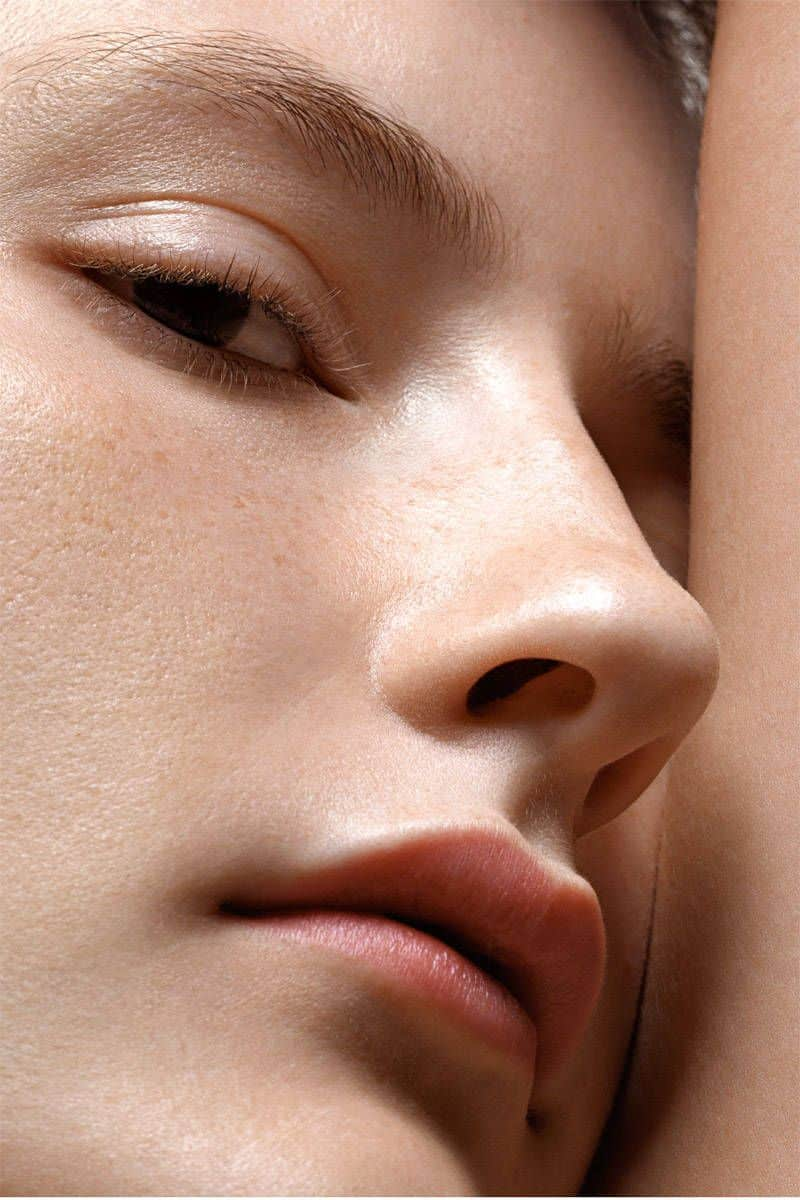 Oily skin causes large pores